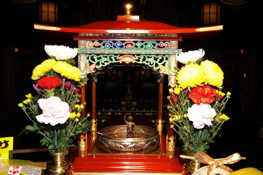 花御堂と釈尊誕生仏