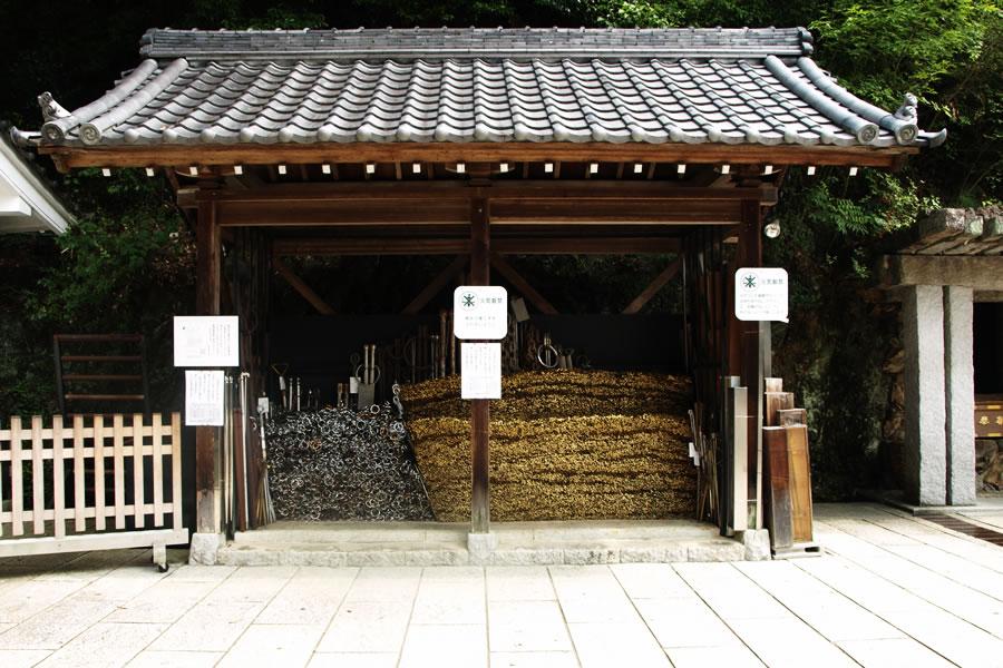 Hibashi-nôsho (Fire-tong Hall)